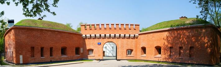 Brama wejściowa do Fortu Sokolnickiego.